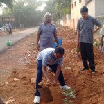 The Vice-Chancellor of the Tamil University starting the planting program in Cheran Peruvaayil 01